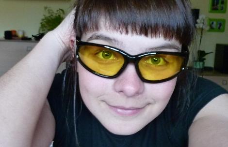 В жовтих окулярах
