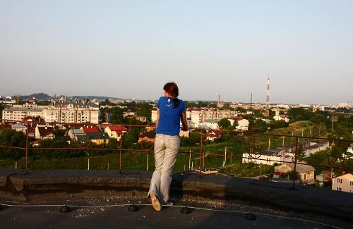 На даху