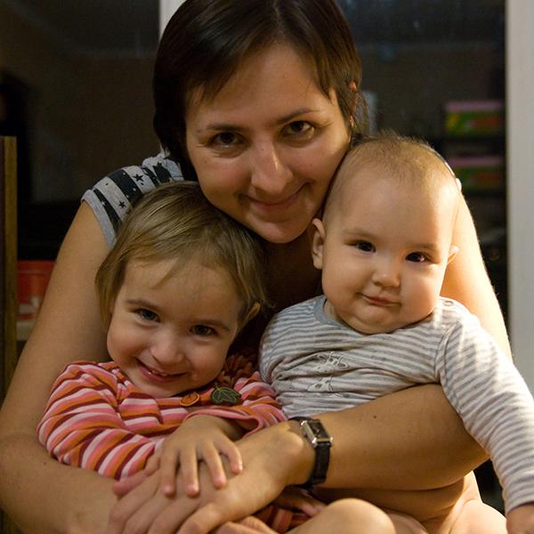 Юля з дітьми